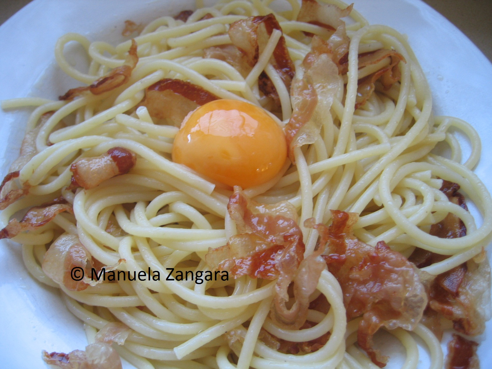 Spaghetti carbonara with egg yolk and guanciale