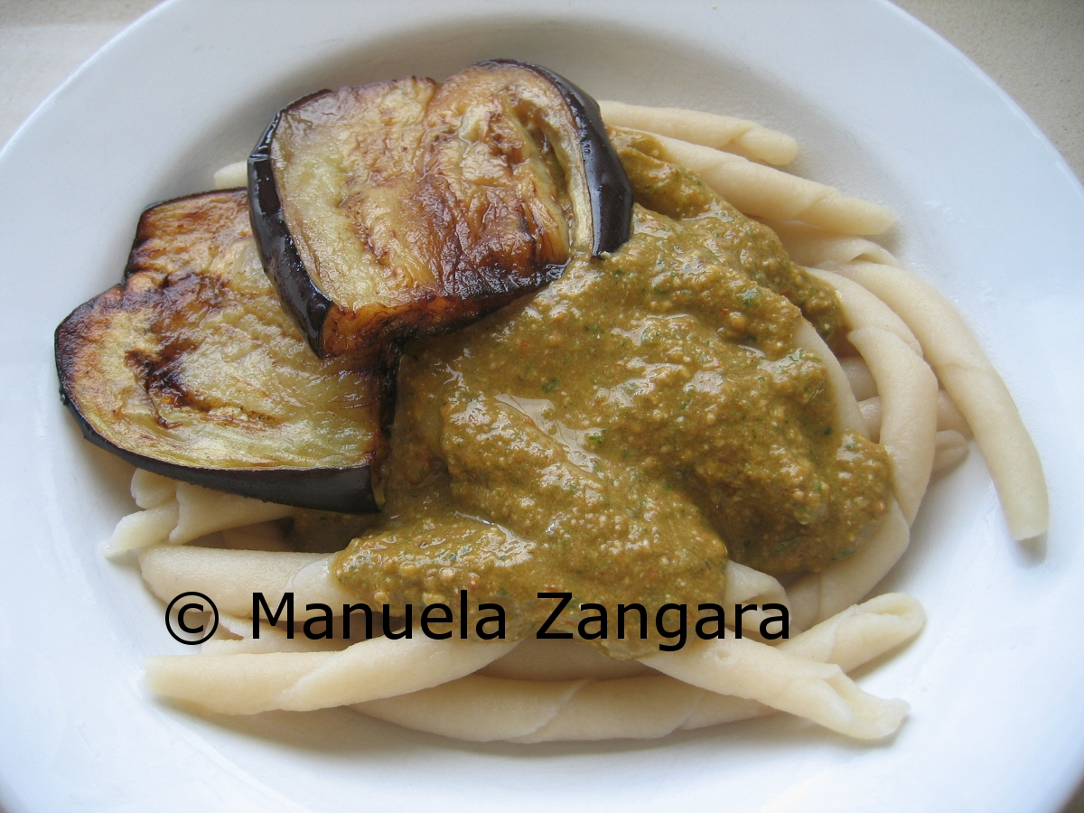 Busiati with pesto trapanese and fried eggplant