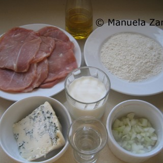 Ingredients for baked pork scaloppine with gorgonzola