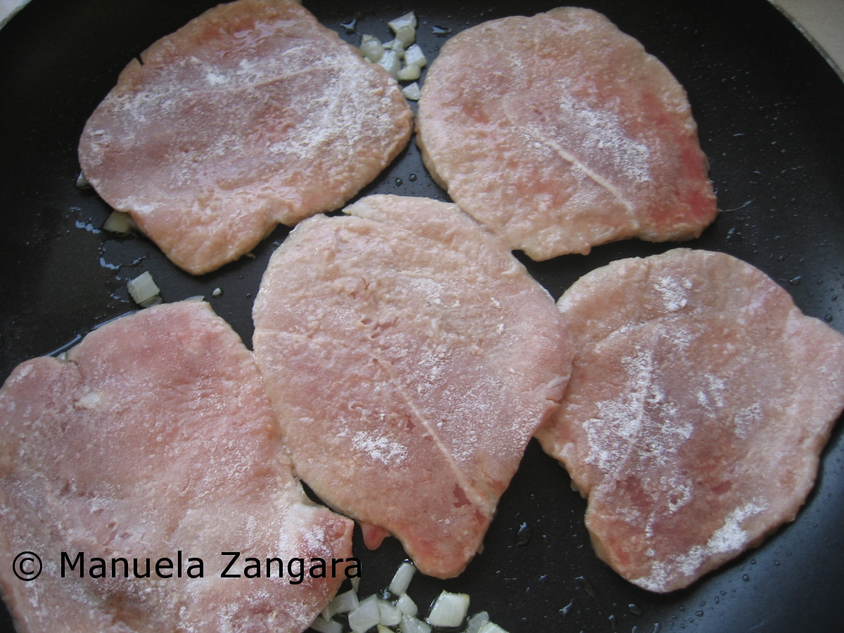 Baked pork scaloppine with gorgonzola