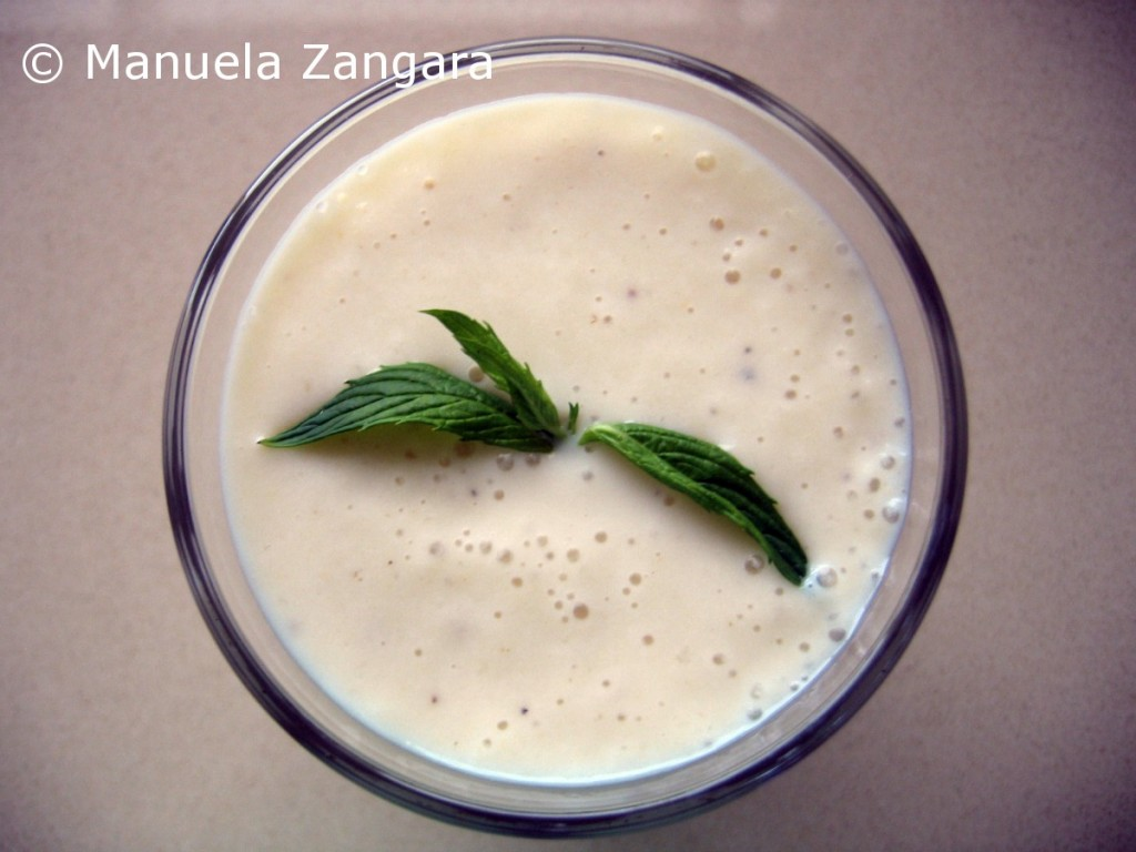 Banana, pear and ginger smoothie