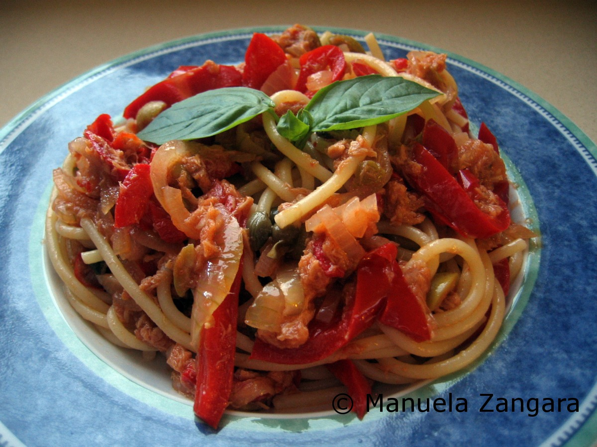 Spaghetti with tuna and capsicum