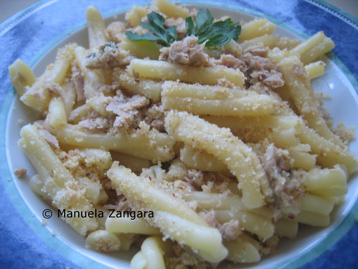 Tuna and lemon Casarecce with garlic breadcrumbs