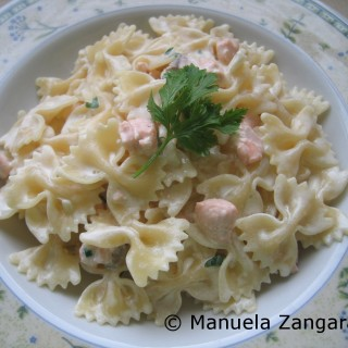 Farfalle with salmon