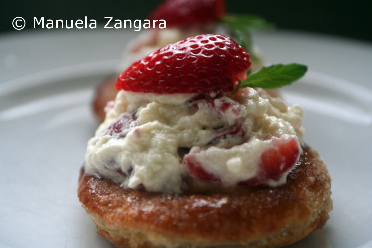 Strawberries and cream in puff pastry cases