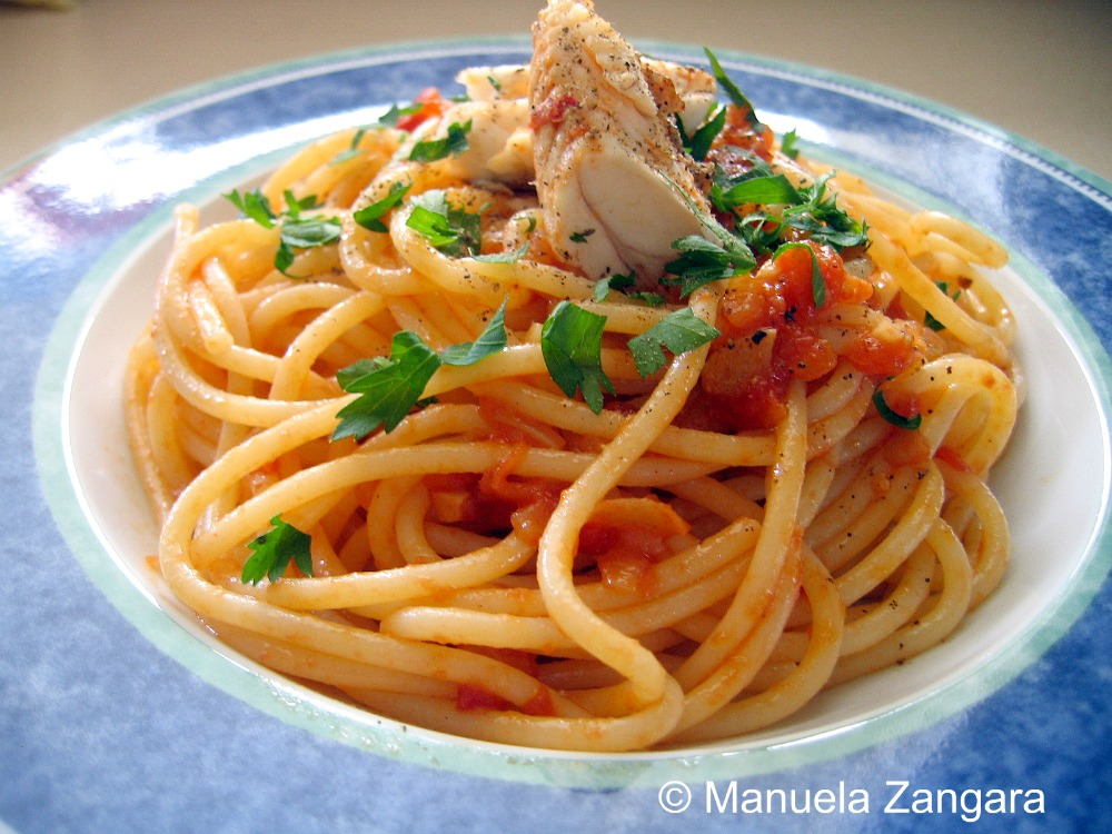 Spaghetti with fish sauce