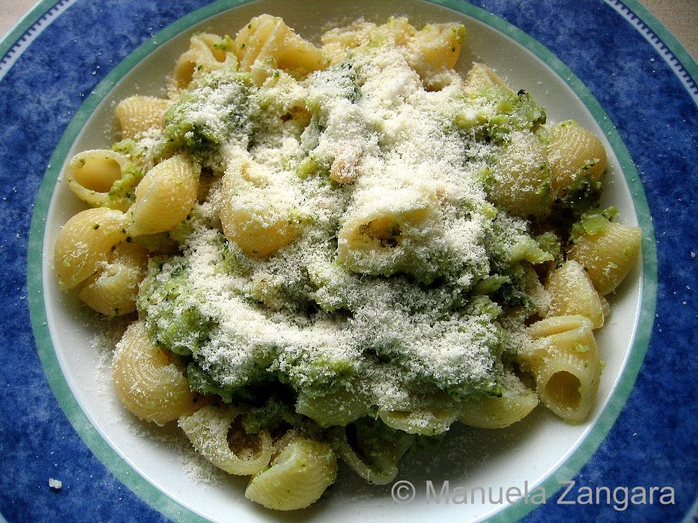 Pasta with creamy broccoli and pine nut sauce