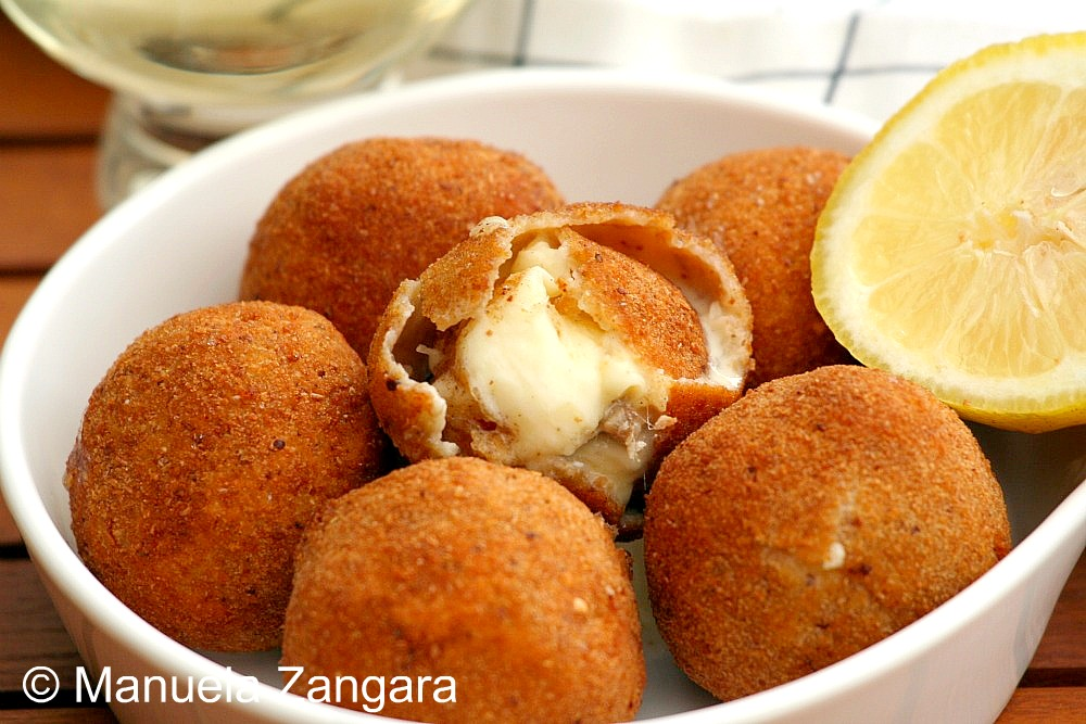 Fried Mozzarelle with Anchovies