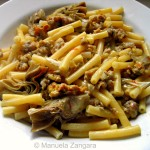 Pasta with sausage, artichokes and saffron
