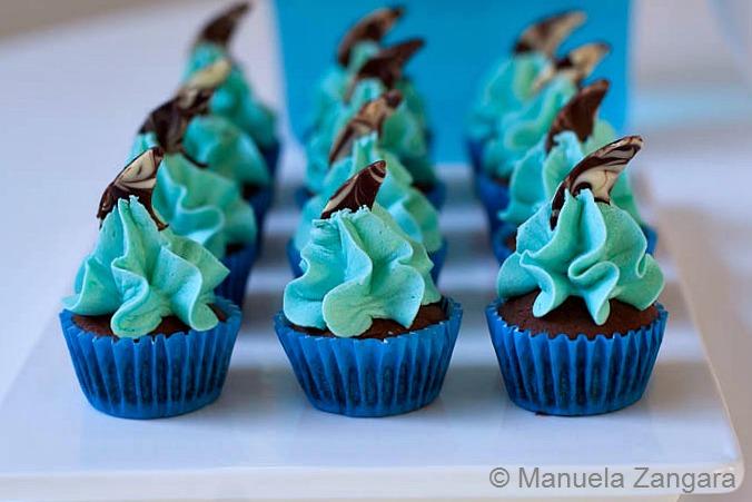 decorating mini cupcakes