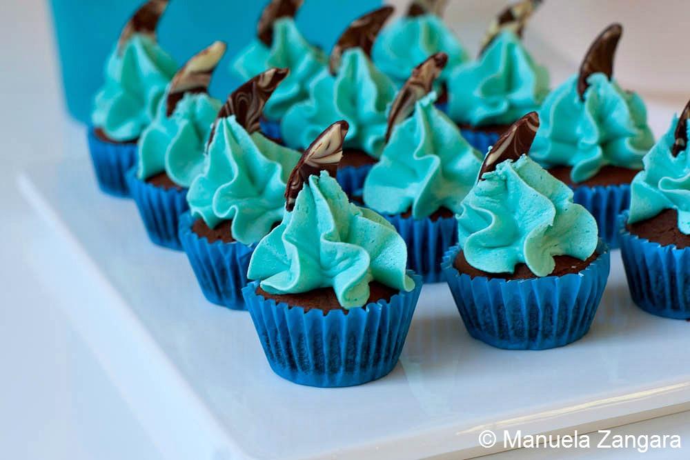 Chocolate and Vanilla Shark Mini Cupcakes