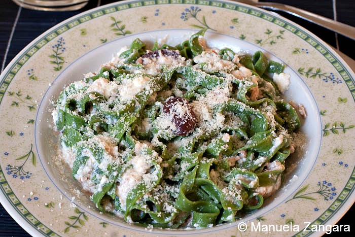 Green tagliatelle with tuna and ricotta