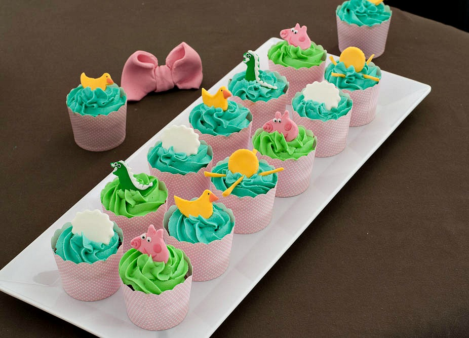 Peppa Pig Chocolate and Vanilla Cupcakes