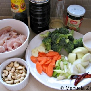 CHICKEN STIR FRY WITH CASHEW NUTS