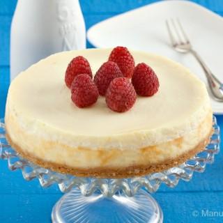 Vanilla and Yogurt Cheesecake with Raspberry Sauce