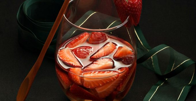 Strawberries in White Wine