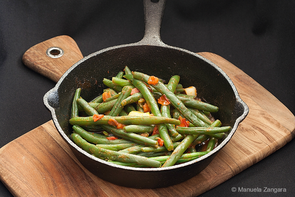 Garlic and Tomato Green Beans